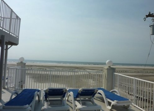 Beach Block Condo with Pool in Beautiful Wildwood Crest!!