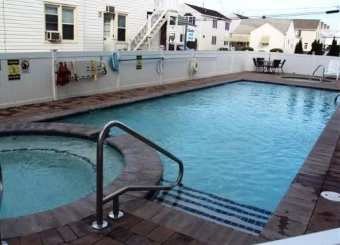 Pristine Condo, 2pools, Hot Tubs & Kiddie PoolsGrillseating area