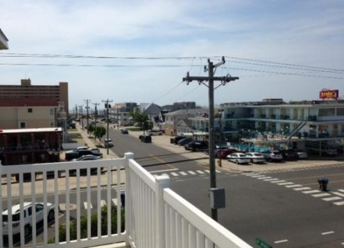 LAST Minute SPECIAL $2250week - 1 block from boardwalkbeach Sleeps 10