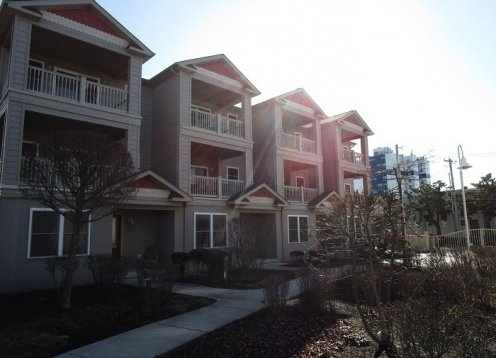 Wildwood Square Townhouse 4 bedrooms 3 full baths, 2 private balconies