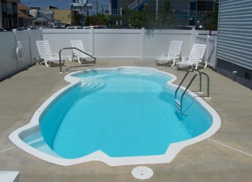 SEPT weeks still avail! Condo with pool 1 block to boards & beach!